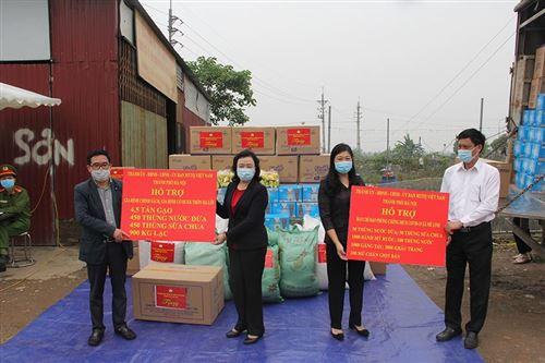 Thăm chốt thôn Hạ Lôi, xã Mê Linh đang thực hiện Cách ly
