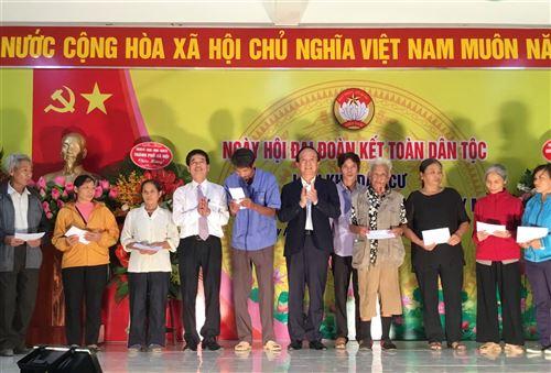 Đc Bùi Tuấn trao quà tại phường Tây Mỗ, Nam Từ Liêm