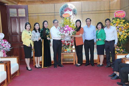 Lãnh đạo quận Ba Đình chúc mừng