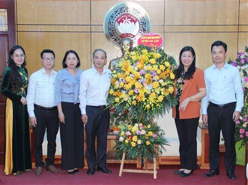 Lãnh đạo huyện Gia Lâm chúc mừng