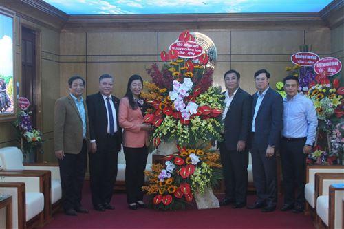Lãnh đạo quận Hoàng Mai chúc mừng
