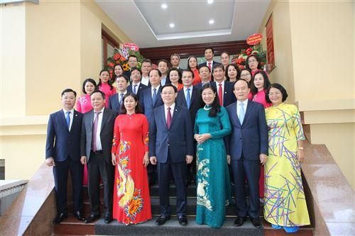 Lãnh đạo Thành phố và các đơn vị đến chúc mừng Ủy ban MTTQ Việt Nam TP Hà Nội nhân kỷ niệm 90 năm ngày Truyền thống MTTQ Việt Nam