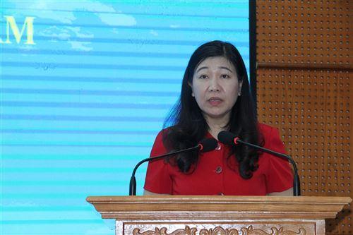 Đồng chí Nguyễn Lan Hương - UVTV Thành ủy, Chủ tịch Ủy ban MTTQ Việt Nam TP phát biểu tại hội nghị
