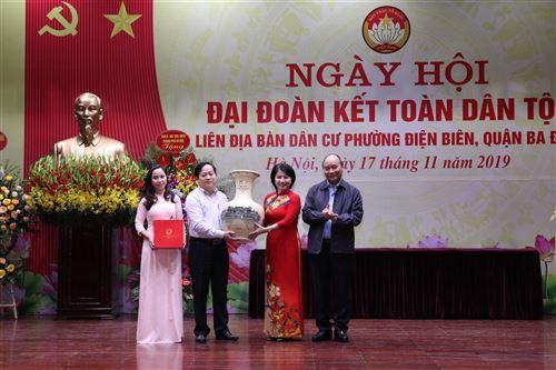 Đồng chí Nguyễn Xuân Phúc - Ủy viên Bộ chính trị, Thủ tướng Chính phủ dự Ngày hội đại đoàn kết