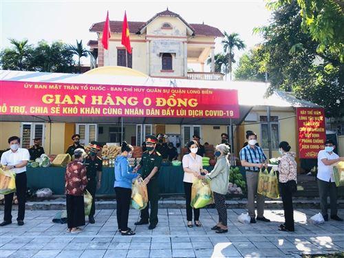 Chương trình Gian hàng 0 đồng do Ủy ban MTTQ Việt Nam quận phối hợp với Ban CHQS quận Long Biên tổ chức