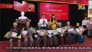 Chủ tịch ủy ban MTTQ thành phố Hà Nội trao huy hiệu Đảng tại Đống Đa