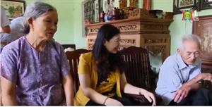 Thăm và tặng quà gia đình chính sách trên địa bàn Thạch Thất