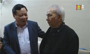 Thành ủy thăm tặng quà lão thành cách mạng gia đình chính sách