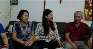 Tặng quà nạn nhân vụ cháy Rạng Đông